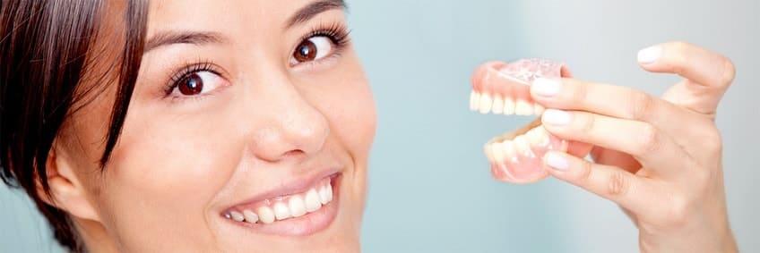 С зубными протезами восстанавливается лицо